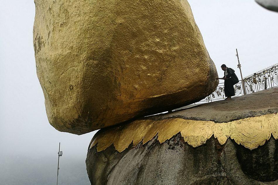 Sacri equilibri alla Pagoda Kyaiktiyo (Golden Rock, Myanmar) - Stefano Morelli, Università di Firenze